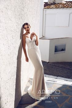 Elegant delicacy of Czechia and passionate temperament of Italy have harmoniously merged in a collection of Tesoro wedding dresses, created by the Czech designers Ariamo with participation of Itali…