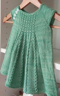 Baby Knitting Patterns, Knitting For Kids, Baby Patterns, Dress Patterns, Girls Knitted Dress, Knit Baby Dress, Crochet Baby, Knit Crochet, Crochet Skirts