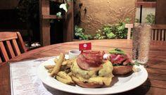 Disfruta de nuestras Hamburguesas y Sanduches sólo en Daniel Dine & Wine http://daniel.com.co/menus/fuertes  #SuTerceraCasa #Bogotá #Gastronomía #Food #Hamburguesa #Burguer