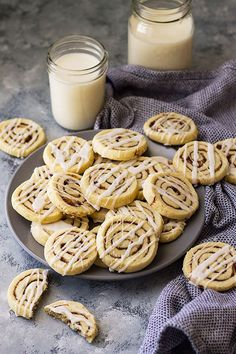 These Cinnamon Roll Cookies have all the flavor of a cinnamon roll without the yeast and rising! Complete with icing too! Cinnamon Roll Cookies, Easy Chocolate Chip Cookies, Chocolate Desserts, Cinnamon Rolls, Cinnamon Spice, Easy No Bake Desserts, Desserts For A Crowd, Delicious Desserts, Cookie Recipes