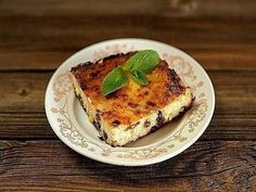 Cottage cheese casserole with raisins and a banana Russian Recipes, Banana Recipes, Cook At Home, Cottage Cheese, Raisin, Baked Goods, Good Food, Food And Drink, Cooking Recipes