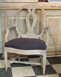 Ꮹ u s t α v i α n  .. i have this chair.. looking for fabric ideas