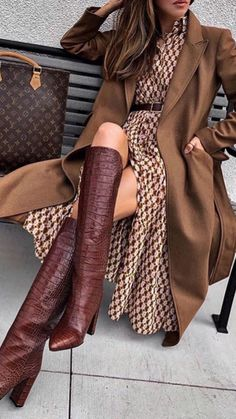 Statement. Boots. Every closet needs a good pair! These are simply stunning. I'd love to help you find a pair you can't live without! #cledor #bootsseason #fallfashion #RTW #boots #fallstyle #stylesnap #runway #womensfashion #personalstylist #personalshopper #nycstylist #losangelesstyle #la #nyc Fall Outfits For Work, Casual Fall Outfits, Winter Fashion Outfits, Classy Outfits, Look Fashion, Autumn Winter Fashion, Stylish Outfits, Womens Fashion, Fashion Trends
