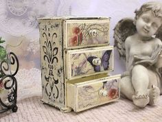 Decoupage chest of drawers (ideas). Discussion on LiveInternet - Russian Service Online diary Decoupage Box, Decoupage Vintage, Painted Boxes, Wooden Boxes, Altered Cigar Boxes, Foto Transfer, Pretty Box, Jewellery Boxes, Jewelry