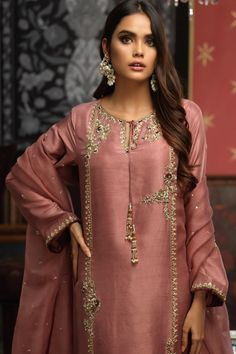 Latest Pakistani Dresses, Pakistani Fashion Party Wear, Pakistani Wedding Outfits, Pakistani Bridal Dresses, Pakistani Dress Design, Indian Outfits, Fancy Dress Design, Stylish Dress Designs, Stylish Dresses