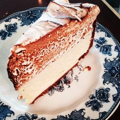 Lemon icebox pie! @handtheh. So great on a hot day! #melrose #food #foodart #foodpic #foodshare #foodstagram #lemon #plateware #dessert #dessertporn #pie #ilovemeringue #Padgram