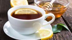 Use honey to cure a sore throat Simply mix two tablespoons of honey with a full cup of hot water and the juice of a freshly squeezed lemon. The whole family can enjoy this healthy remedy. Honey For Sore Throat, Honey Uses, Coffee And Cigarettes, How To Squeeze Lemons, Healthy Alternatives, Health And Nutrition, Natural Health, The Cure, Remedies