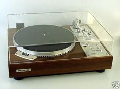 I am thinking about restoring an old Pioneer turntable that is beautiful Hifi Turntable, Audiophile, Turntable Cartridge, Vinyl Record Collection, Record Players, High End Audio, Hifi Audio, Boombox, Old Tv