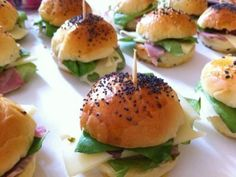 Perfect to impress your folks throughout an aperitif or brunch! – Starter Recipe: Do-it-yourself mini ham with emmental ham by Homemade Sandwich Bread, Sandwich Bread Recipes, Homemade Burgers, Mini Hamburgers, Soup Appetizers, Appetizer Recipes, Enchilada Ingredients, Good Food, Yummy Food