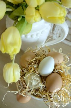 10 MINUTE DECOR-SPRING EDITION- top view of eggs and fluff-stonegableblog.com