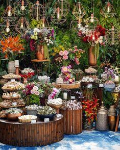When to Order Wedding Flowers To Eliminate Stress – Bridezilla Flowers Rustic Wedding Centerpieces, Wedding Table Decorations, Wedding Desserts, Decoration Table, Wedding Themes, Wedding Designs, Trendy Wedding, Boho Wedding, Perfect Wedding