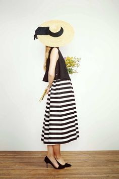 Loving the straw hat with the ribbon ties the whole outfit together. Check out My Style board ~Sydney Davis Looks Style, My Style, Inspiration Mode, Look Chic, Playing Dress Up, Dress Me Up, Spring Summer Fashion, Beautiful Outfits, Dress Skirt