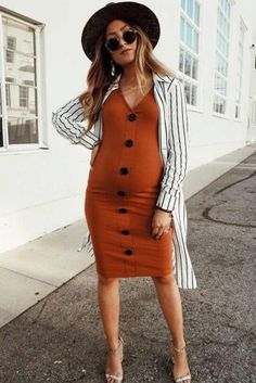 Maternity Dresses To Feel Comfortable Daily And on Special Occasions ★ Casual Maternity Dress, Cute Maternity Outfits, Stylish Maternity, Pregnancy Outfits, Fall Maternity Fashion, Maternity Skirts, Baby Bump Style, Beach Wear Dresses, Pregnancy Looks