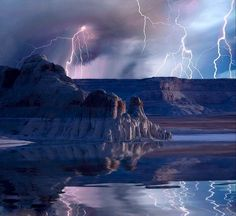 Thunderstorm over Lake Powell.  Photo Credit : Mike Jones