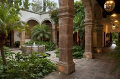 A plain exterior in a colonial resort town in central Mexico conceals a vibrant, luxurious home. Mexican Courtyard, Courtyard House, Hacienda Style Homes, Spanish Style Homes, Garden Living, Garden Cottage, Garden Homes, Mansions Homes, Earthship