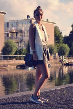 Zara white sleeveless blazer