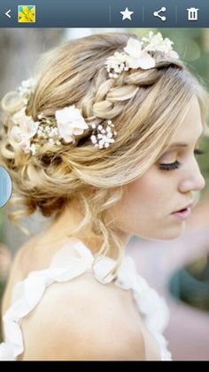 Gorgeous. Want but with hair down and blue hydrangeas. Boho hair x