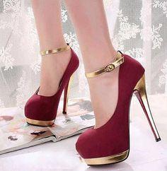 Zapato rojo elegante con tacón alto ideal para fiestas y mujeres a la moda.