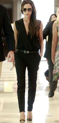 Para quem precisa de inspiração para modernizar os looks de trabalho, a estilista Victoria Beckham é uma ótima referência! Com algumas peças-chave, ela arrasa com seu guarda-roupa profissional e é sempre criativa nas suas produções. Separei as principais peças e combinações para você ter um guarda-roupa profissional incrível e super moderno, além de multiplicar seus …