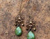 Boucles chandeliers médiéval turquoise vert étoile celtique bronze : Boucles d'oreille par coup-de-grace