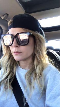 Grace Helbig, Mirrored Sunglasses, Fashion, Moda, Fashion Styles, Fashion Illustrations