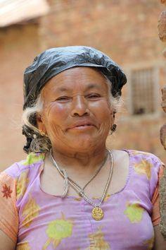 Ginette prend la pause #Kathmandu #Valley #nepal  #mum #color #pink  #portrait