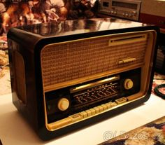 Radio Vintage, 1950s House, American Diner, Record Players, Phonograph, Retro Humor, Home And Deco, Old Tv, Marshall Speaker