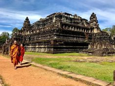 There's more to discover in Angkor Thom than just Bayon! For example Baphuon temple with its stunning walkway and beautiful views over the park. Have you been here? -  siemreap.net/visit/angkor  Photo credit: @monikamajsterek -  #siemreapnet #baphuon #angkorthom #angkorwat #monks #angkor #siemreap #cambodia #cambodiatrip #buddism #travelphotography #cambodiaphotos #southeastasia #instapassport #ig_travel #travelgram #travelblog #travelbug #wanderlust #bucketlist #travelista #worldheritage…