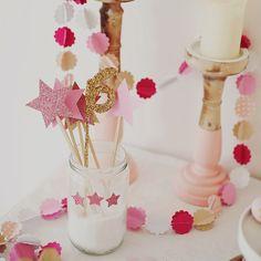 Un anniversaire de princesse rosé et doré #mydoitbox #anniversaire #fille #princesse #birthday #party #princess #diy #glitter #pink #rose #doré