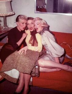 Grable, Bacall & MM on the How To Marry A Millionaire set.  Love!