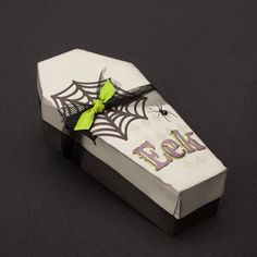How to create a super spooky coffin box using the Cricut® Artiste cartridge, perfect for holding treats or just as a décor piece! #CTMH