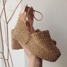 Kinda like wearing a jute rug on your feet. I heart these exotic espadrilles for a caribbean vacay!