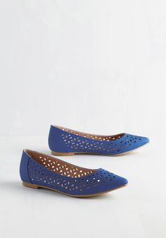 Forum and Function Flat. Present your architectural blueprints with professional panache in these sapphire flats from Restricted! #blue #modcloth