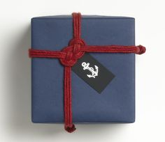 Cool idea to top a package: a maritime knot! Perfect for sailors like me. How to over at Paper-Source