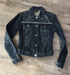 New Outfits, Summer Outfits, Customised Denim Jacket, Refashion, Diy Clothes, Denim Jeans, Upcycle, Your Style, Denim Jackets
