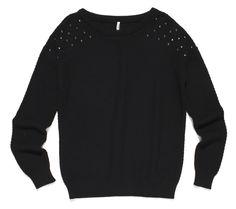 ft-70, czarny sweter z ćwiekami na ramionach