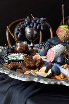 A Wickedly Gorgeous Halloween Dinner Party the spookiest, most beautiful cheese plate we've ever seen Antipasto, Soirée Halloween, Halloween Treats, Group Halloween, Halloween Candy Buffet, Halloween Costumes, Halloween Table Decorations, Samhain Halloween, Food Decorations