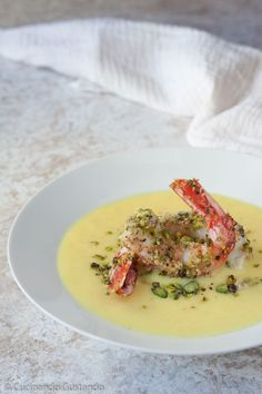 Prawns in a pistachio crust on creamed potatoes and curry Fish Recipes, Seafood Recipes, Gourmet Recipes, Cooking Recipes, Healthy Recipes, Antipasto, Daily Meals, Seafood Dishes, Food Design
