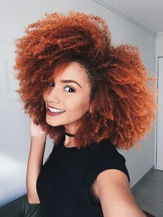 Ombre Hair ⇒ 70 Photos and Tips to Transform Your Hair Dyed Natural Hair, Pelo Natural, Dyed Hair, Natural Curls, Curly Afro Hair, Curly Hair Styles, Natural Hair Styles, Afro Hair Color, Baddie Hairstyles