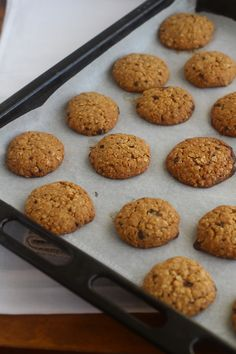 Biscuiti cu ovaz | Rețete - Laura Laurențiu Baby Food Recipes, Cookie Recipes, Dessert Recipes, Cupcake Cookies, Chip Cookies, Romanian Food, Romanian Recipes, Lunch To Go, Bread Baking