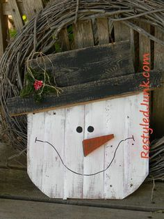 Rustic Wood Snowman Head | One of our readers' favorite DIY Christmas decorations!