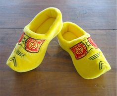 traditional wooden shoe fuzzy slippers or the Dutch friendly modern dandy who doesn't take himself too seriously Clogs Shoes, Shoes Heels, Fuzzy Slippers, Dandy, Funny Gifts, What To Wear, Baby Shoes, Wooden Shoe, Yellow
