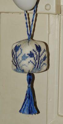 Small blue delft ornament - design Hetti - stitched by Brodeuse Bressane Ornaments Design, Delft, Needlework, Stitching, Cross Stitch, Beautiful, Tulip, Embroidery, Costura