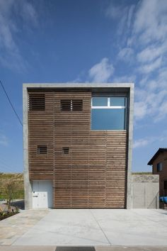 House in Fuji by LEVEL Architects
