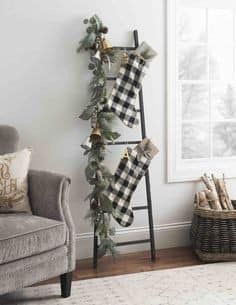 Bring in the cozy & comfy vibe in your holiday home decor. Here are the best Farmhouse Christmas decorations, which are country style Rustic Christmas decor Christmas Bedroom, Farmhouse Christmas Decor, Country Christmas, Christmas Home, Christmas Crafts, Christmas Decorations, White Christmas, Christmas Budget, Burlap Christmas