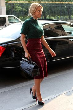Beyonce Knowles Exotic Skin Tote - Beyonce teamed her ladylike dotted attire with a structured black crocodile Top Handle bag.