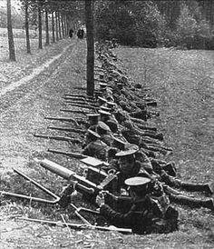 Forum Eerste Wereldoorlog :: Bekijk onderwerp - Hulp gevraagd bij foto's Toen en Nu hoek van Cijnshofweg en Rantsesteenweg te Boechout-Vremde: