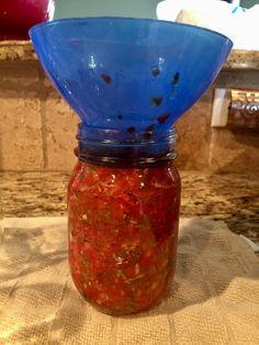 Easy No Peel Salsa For Canning – Blonde Bitchin' West Texas Kitchen Cherry Tomato Salsa, Tomato Salsa Recipe, Cherry Tomatoes, Salsa Canning Recipes, Canning Salsa, Canned Juice, Canning Vegetables, Veggies, Texas Kitchen