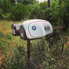 @jamie_ireson72 made a german mailbox in Texas… . #bmw #bmwmotorrad #bmwmotorcycles #design #laclasse #elegant #inspiration #instaphoto #instablogger #motorcycleart #custom #garage #caferacer #caferacersofinstagram #scramblersofinstagram #scrambler...