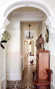 Real home: restoring a house Minton tiled Victorian hallway Edwardian Hallway, Edwardian Haus, Victorian Terrace Hallway, Edwardian Style, Victorian Decor, Victorian Homes, Style At Home, 1900s House, Minton Tiles